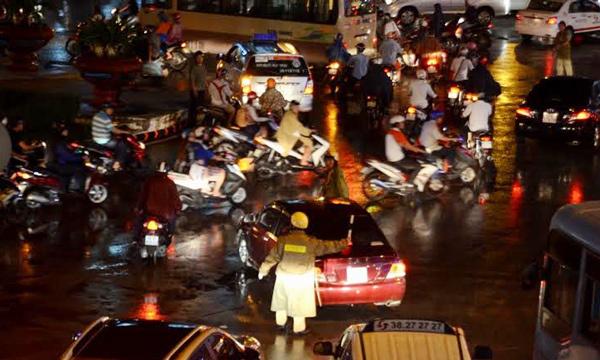 Kẹt kinh hoàng ở cửa ngõ sân bay Tân Sơn Nhất