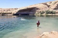 Hồ nước bí ẩn xuất hiện giữa sa mạc chỉ sau một đêm