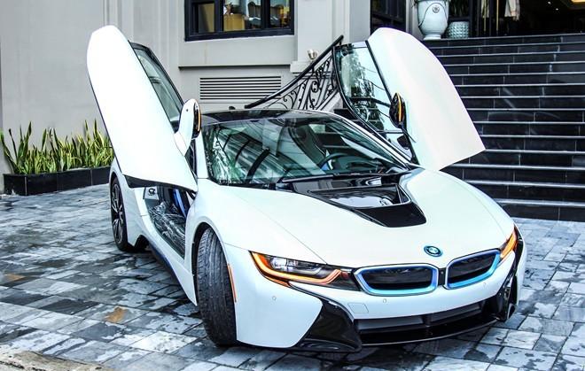 Bộ đôi BMW i8 đầu tiên của ông chủ khách sạn ở Đà Nẵng