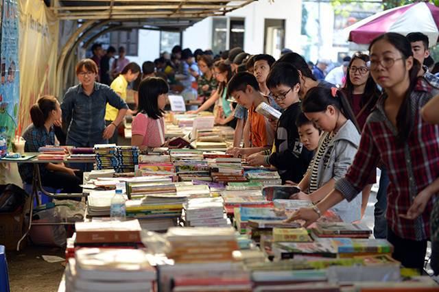 Sách hơn 100 tuổi trưng bày tại Ngày hội sách cũ TP.HCM
