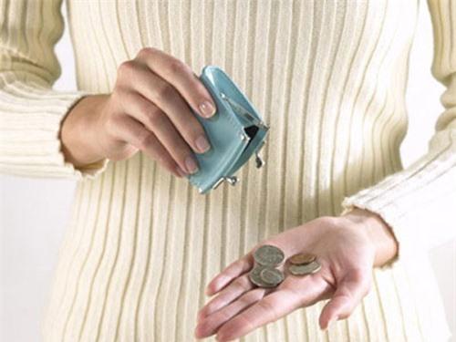 Lương 15 triệu vẫn phải ngửa tay xin bố mẹ chồng từng đồng