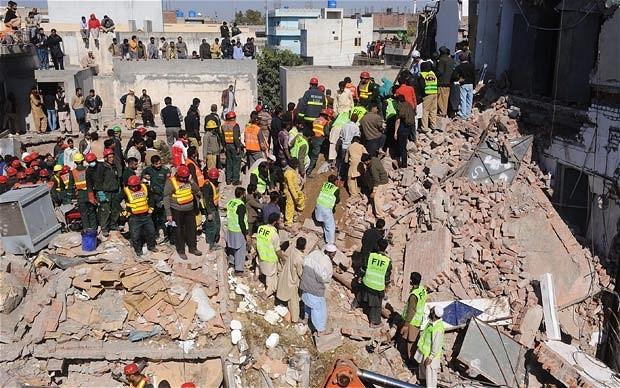 Sập nhà máy ở Pakistan, hơn 80 người thương vong