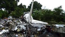 Thế giới 24h: Máy bay rơi vì quá tải?