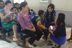Hà Nội: 47 học sinh bị ong đốt phải nhập viện cấp cứu