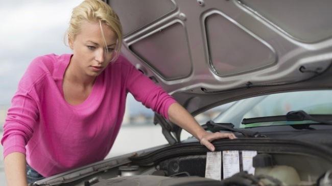 4 thao tác sửa xe đơn giản ai đi ô tô cũng cần biết