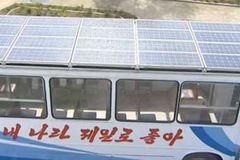 """Triều Tiên """"khoe"""" xe buýt năng lượng mặt trời"""