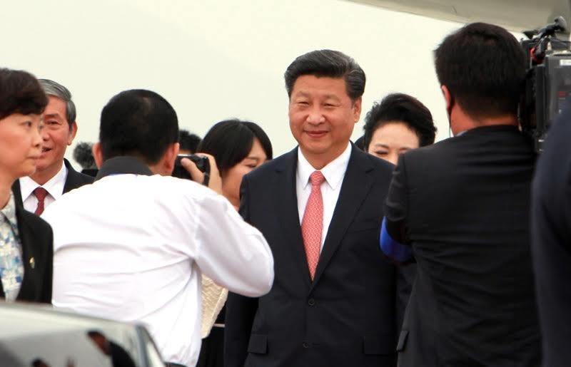 Hình ảnh Chủ tịch Tập Cận Bình đến sân bay Nội Bài