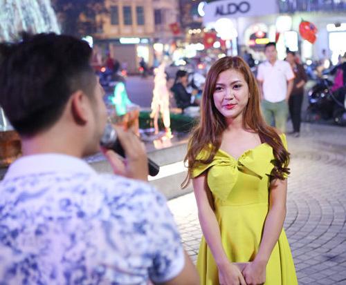 Màn cầu hôn hoa khôi sinh viên náo loạn Hồ Gươm