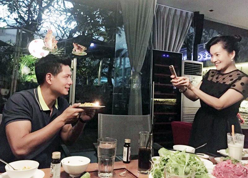 Hồng Nhung nhí nhảnh, Hương Giang khoe vòng 1 đầy đặn
