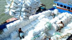 Sữa và nước hoa giảm giá: Bà mẹ Việt hoan hỉ