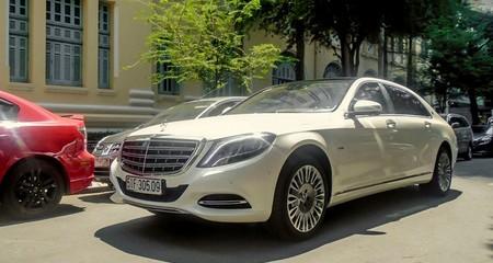 Maybach S600 màu trắng hơn 10 tỷ trên đường Sài Gòn