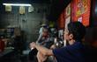 Độc đáo 'cà phê vợt' 6.000 đồng ở Sài Gòn