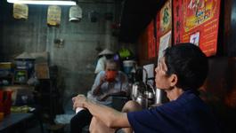 """Độc đáo """"cà phê vợt"""" 6.000 đồng ở Sài Gòn"""