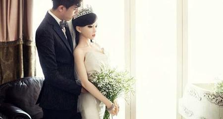Chàng trai ung thư chụp ảnh cưới lãng mạn với búp bê