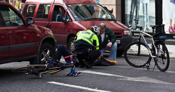 Cần làm những gì khi gặp tai nạn giao thông trên đường