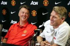 """Schweinsteiger kêu gọi fan đừng """"ném đá"""" Van Gaal"""