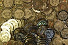 """Cha đẻ """"giấu mặt"""" tiền ảo Bitcoin được đề cử giải Nobel kinh tế"""