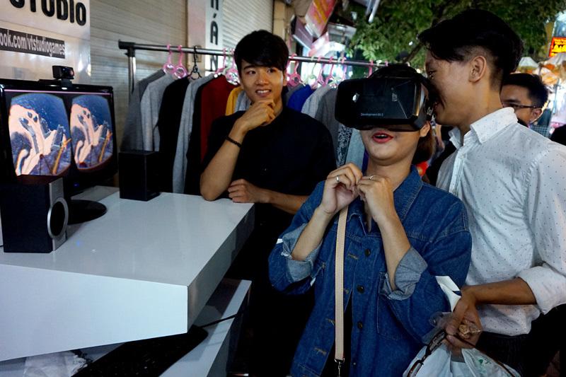 thực tế ảo, công nghệ mới, ngã dúi dụi, chợ đêm, Hà Nội, thuc te ao, cong nghe moi, nga dui dui, cho dem, Ha Noi, ha noi