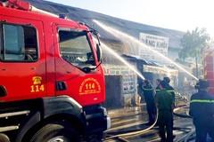 Cháy 11 cửa hàng ở Sài Gòn, một cô gái tử vong