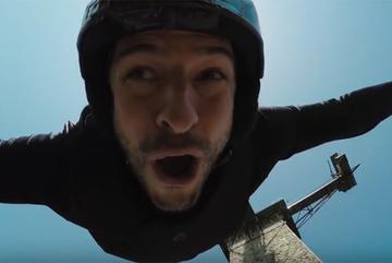 Nhảy Bungee mạo hiểm không dây đầu tiên trên thế giới?