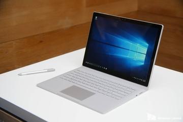 """Tim Cook chê siêu phẩm Surface Book của Microsoft là """"ảo tưởng"""""""