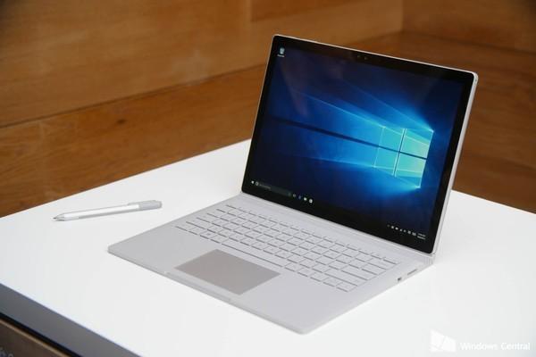 Tim Cook chê siêu phẩm Surface Book của Microsoft là 'ảo tưởng'