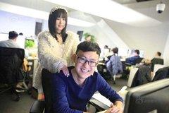 Công ty thuê gái trẻ về thư giãn cho nhân viên độc thân