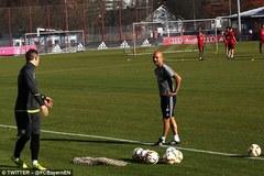 Schweinsteiger bất ngờ trở lại Bayern gặp Pep