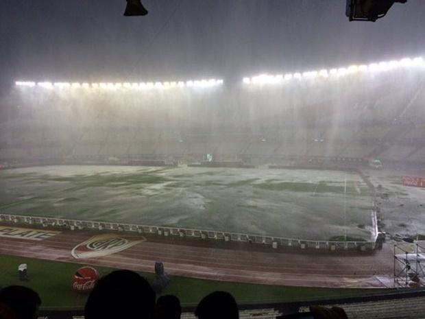 Hoãn đại chiến Argentina - Brazil vì... ông trời