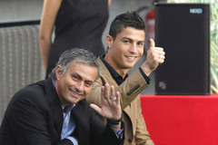 Chelsea vung hơn 100 triệu euro tậu Ronaldo