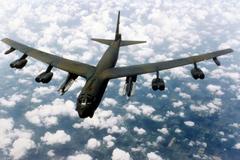 Mỹ điều B-52 áp sát đảo nhân tạo trên Biển Đông