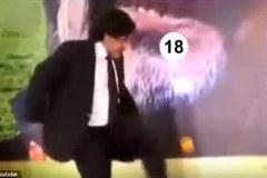 Bắt chước Messi, Maradona trổ tài tâng quả cam