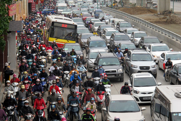 Giảm xe buýt, đường Hà Nội tắc vẫn hoàn tắc