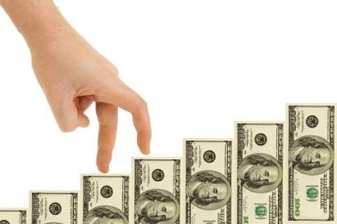 Bí mật chiếc ví lép kẹp toàn tiền lẻ của anh chàng lịch sự