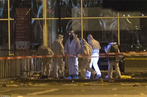 Một kẻ tấn công Paris là người Pháp gốc Algeria