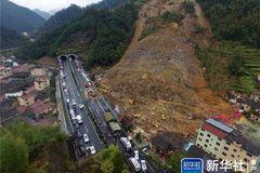 Lở núi kinh hoàng, hơn 20 người chết
