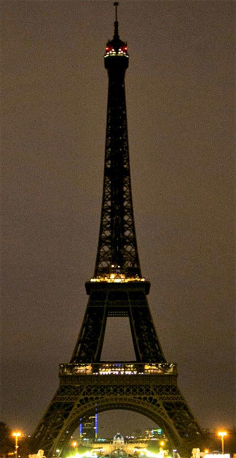 Thế giới thể hiện tình đoàn kết với Pháp