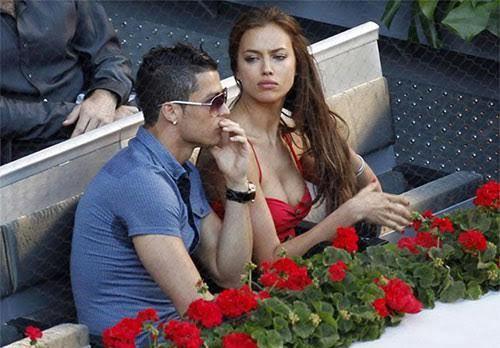 Ronaldo: Gái bỏ đi, chỉ xe trung thành