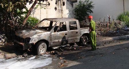 Ôtô cháy nổ chết người: Dân Việt không sợ cứ mua