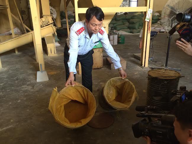 Trộn hàng chục tấn chất độc vàng ô vào thức ăn nuôi gà