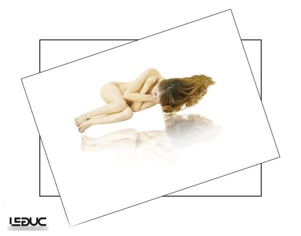 Người mẫu ảnh 'nude' và những pha nóng mặt sau cánh cửa phòng chụp