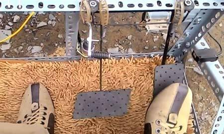 Người Việt sáng chế bộ chống đạp nhầm chân ga giá 4 triệu