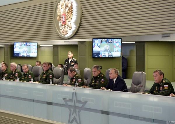 Hình ảnh Putin trực tiếp chỉ đạo tấn công IS
