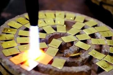 Tiết lộ quy trình tạo vàng giả của Trung Quốc