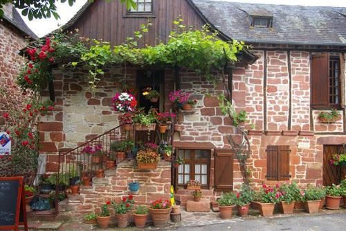 ngôi nhà phủ toàn hoa hồng, trồng hoa ban công, cây cảnh đẹp, những ngôi nhà trong truyện cổ tích