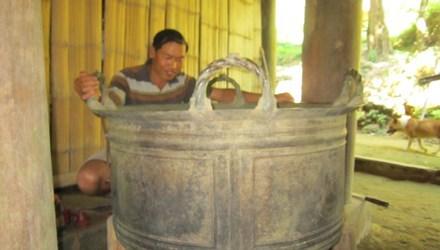 Bán 'báu vật' của làng để làm đường nông thôn mới