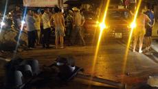 Hà Nội: Ôtô lộn một vòng trên không sau cú đâm kinh hoàng