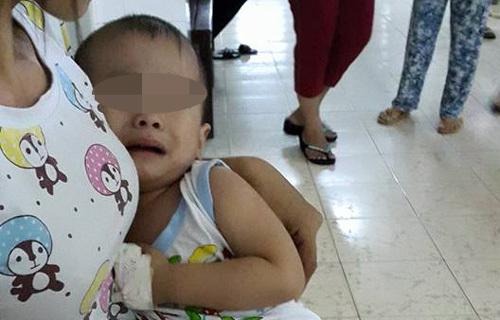Gia đình bức xúc vì bé trai hơn 2 tuổi bị… mổ nhầm