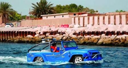 Xem ôtô lướt sóng trên biển như du thuyền