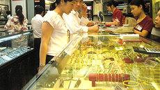 Vàng tăng vọt 130 ngàn đồng, USD cao sát đỉnh